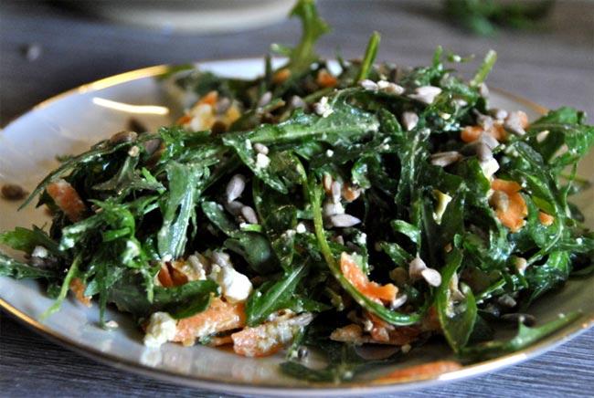 Gesunde Ernährung mit Salat